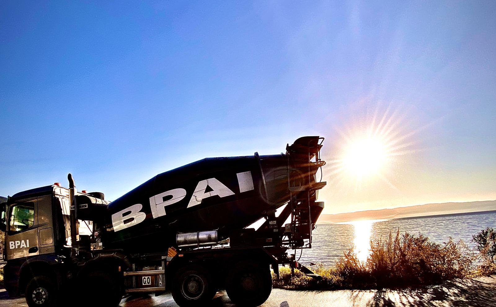 BPAI béton Ajaccio livraison camion couché de soleil