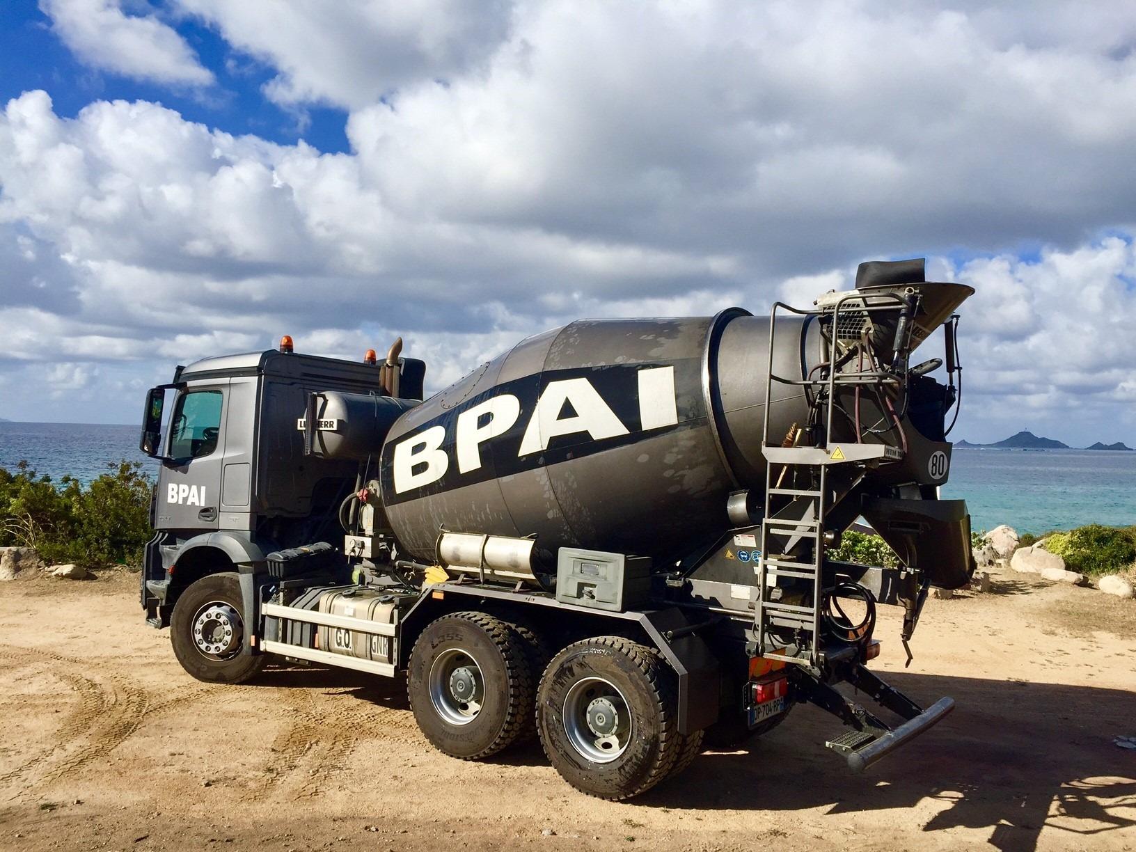 camion toupie camion malaxeur ou bétonnière portée BPAI partenaire Lafarge spécialiste du béton prêt à l'emploi, accompagne professionnels et particuliers dans leurs projets de constructions, d'aménagements et de rénovations.